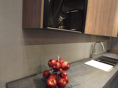 Cucina minimalista rivestimenti in pannelli di Concreo