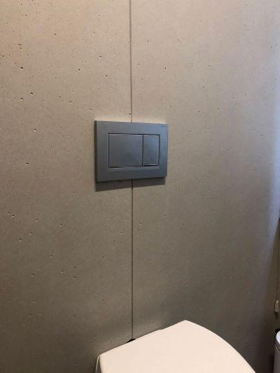 parete bagno rivestita con pannelli di cemento non cemento