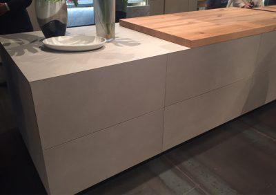 bancone cucina minimalista con rivestimento in cemento non cemento