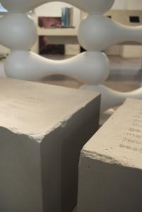 display tipo vecchio blocco cemento